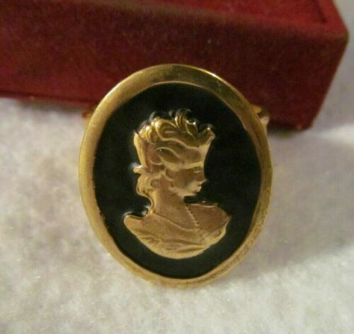 Pretty VICTORIAN  ENAMEL ETRUSCAN  CAMEO WIDE GOLD RING  ,,;
