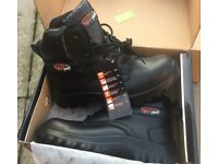 BRAND NEW SAFETY BOOTS – SIZE 8 – METAL FREE- WATER PROOF & MUCH MORE. (DIY,TRADE,SHOES)