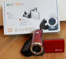 DIGITAL CAMERA WITH PHOTO AND VIDEO FUNCTION