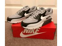 NIKE AIR MAX 90 ESSENTIAL (WOLF GREY / WHITE - PURE PLATINUM - BLACK)