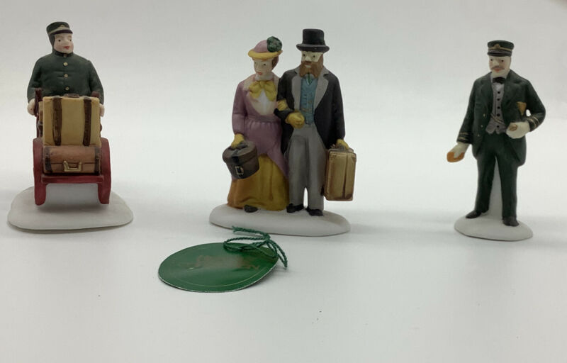 Dept 56 Heritage Village Collection Holiday Travelers set of 3 5571-9