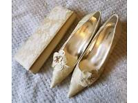 Gold shoes with matching handbag, suitable for any special occasion