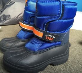 Boys Snowboots Size 2 excellent condition worn once