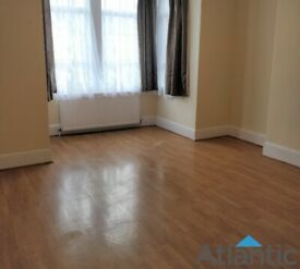 Large 1st Floor Studio Flat In Ilford, IG1, Good Condition, Local to Gants Hill Station