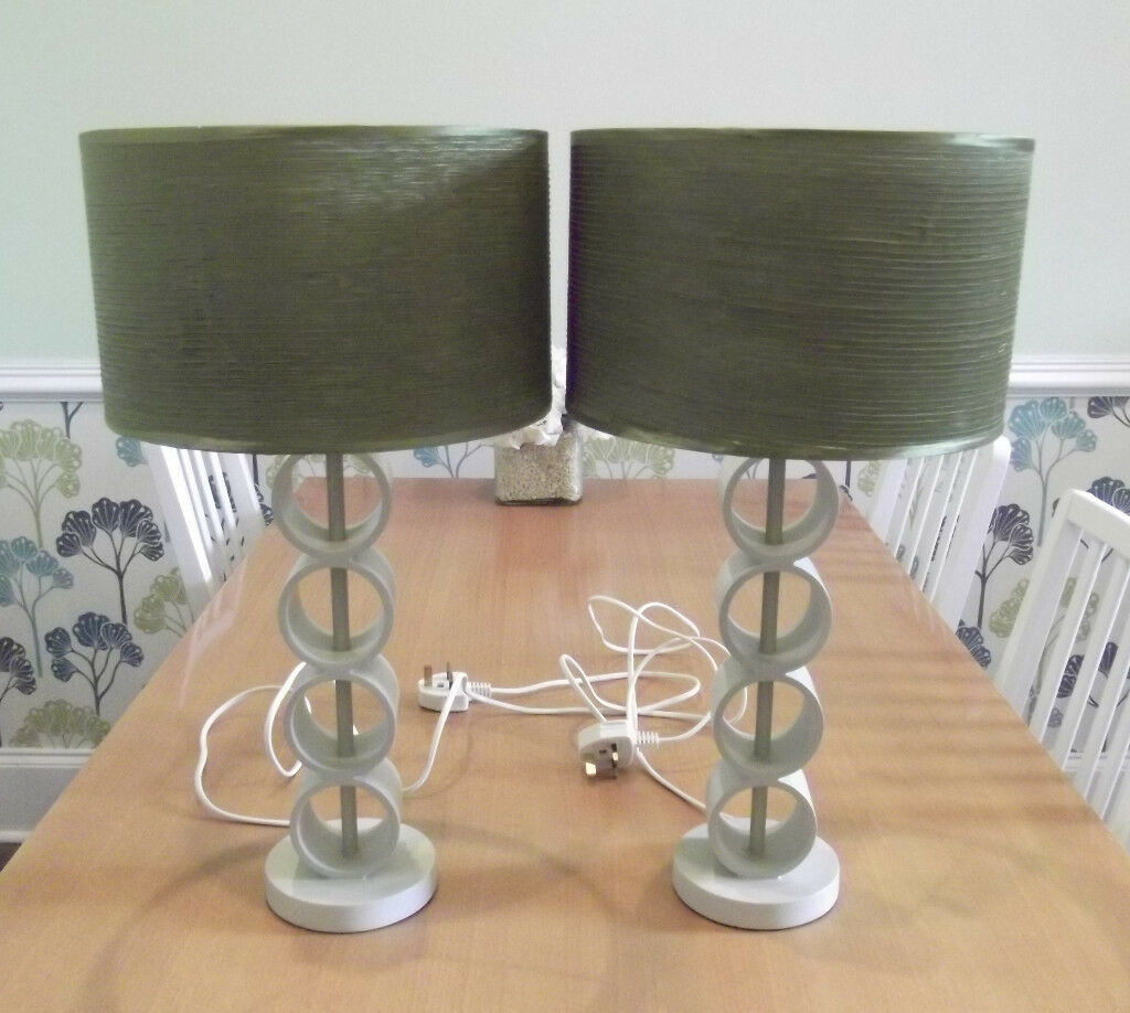 2 x Decorative Table Lamps with Green Lampshades *** VGC ***