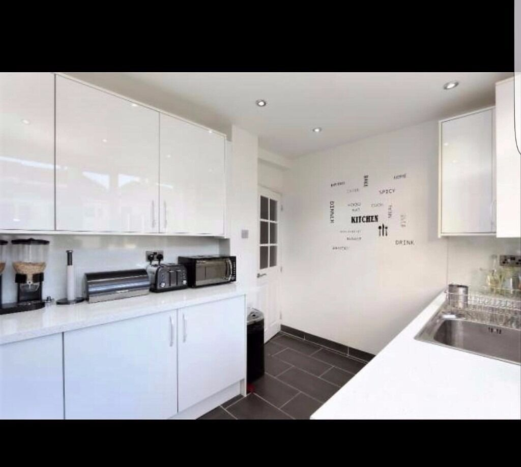PROPERTY HUNTERS ARE PLEASED TO OFFER A MODERN 3 BED HOUSE TO RENT IN WOODFORD FOR £1650PCM !