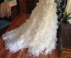 Wedding Dress For Sale - Designer gown $1,550 Banora Point Tweed Heads Area Preview