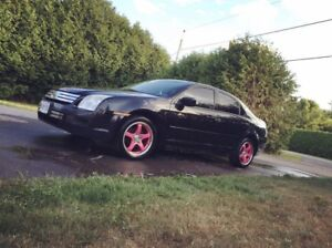 2006 Ford Fusion with pink rims