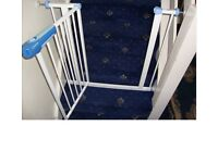 Used Lindam baby/stair gate. Comes with 4 pressure fixing screws