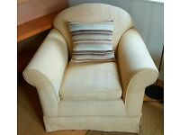 COMFORTABLE FABRIC UPHOLSTERED ARMCHAIR. GOOD QUALITY AND GOOD CONDITION.