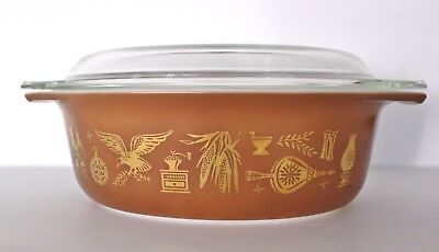 PYREX Early American Heritage Oval Covered Casserole 1 1/2 Quart Brown Gold 043