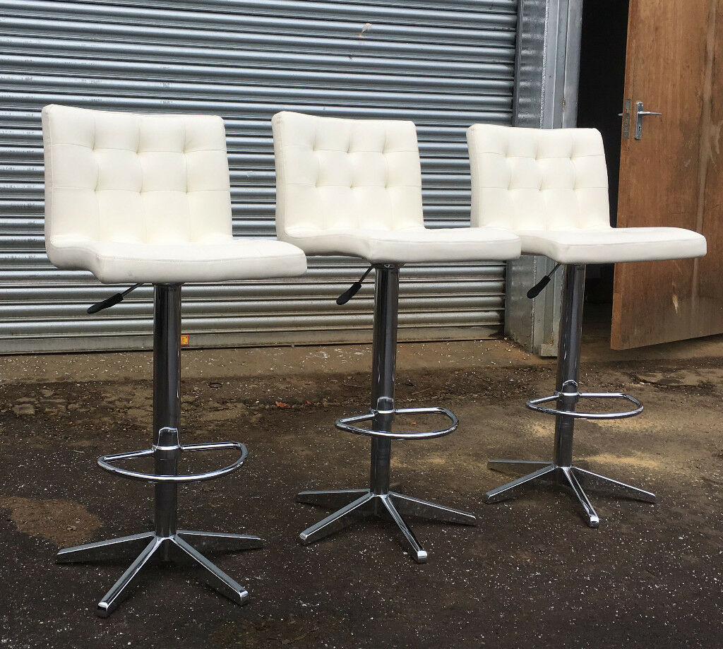 3 x Dwell bar stools VGC DELIVERY AVAILALBE