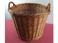 Large Sturdy Twin Handled Wicker Log / Laundry / Toy Storage Basket - Good Clean Condition