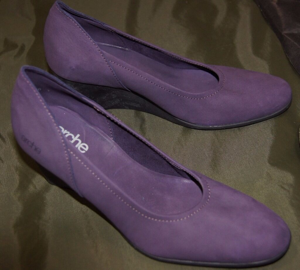 Arche Herys Cassis Nubuck Leather Wedge Heeled Shoein Ocean Terminal, EdinburghGumtree - Arche Herys in Cassis (a soft purple) Nubuck Leather on a slim black wedge heel of 9 cms height. Arche use the softest leather and vegetable dyes so the colours work with any outfit, they are so beautiful and they change with the light. This style is...