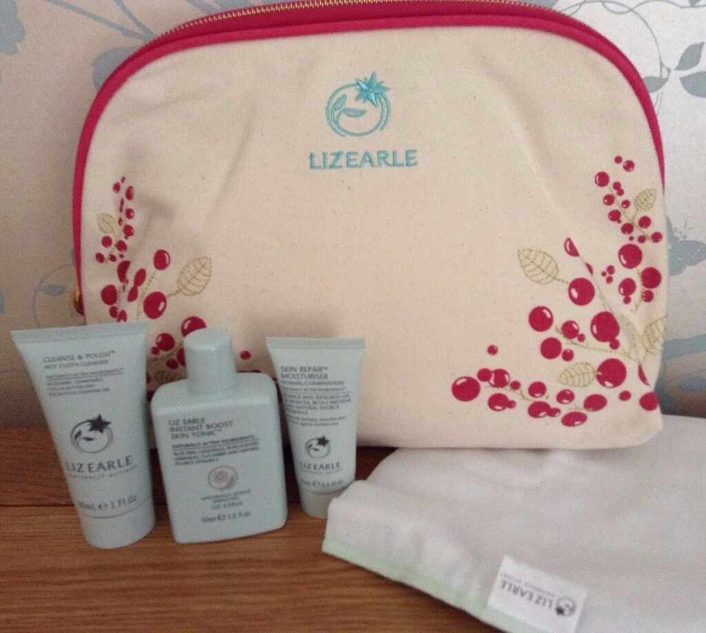 Liz Earle CleansePolish, Skin Tonic, Moisturiser, Muslin ClothCosmetics/Wash Bag NEWin Cheltenham, GloucestershireGumtree - Liz Earle Facial Skin Care. Cosmetics/Wash Bag. Cleanse & Polish Hot Cloth Cleanser 30 ml. 1 Muslin Cloth. Instant Boost Skin Tonic 50 ml. Skin Repair Moisturiser for Normal/Combination skin 15 ml. NEW. Unused. Perfect size for holidays or if trying...