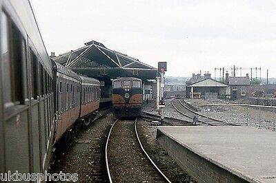 CIE 076 running round at Kilkenny Station 1983 Eire Rail Photo