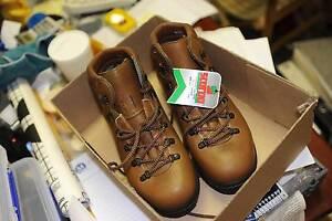 SCARPA walking boots 41 EURO BXX size Arncliffe Rockdale Area Preview