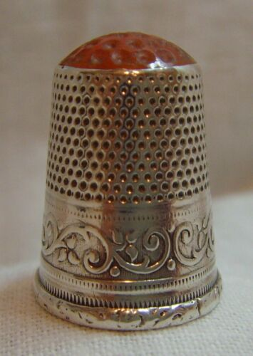 """Antique Continental """"800"""" Solid Silver Jewelled Red Glass Stone Top Thimble 3.4g"""