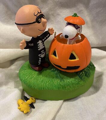 Hallmark Halloween Ornament 2016 Peanuts Trick or Treat Snoopy Sound & Motion