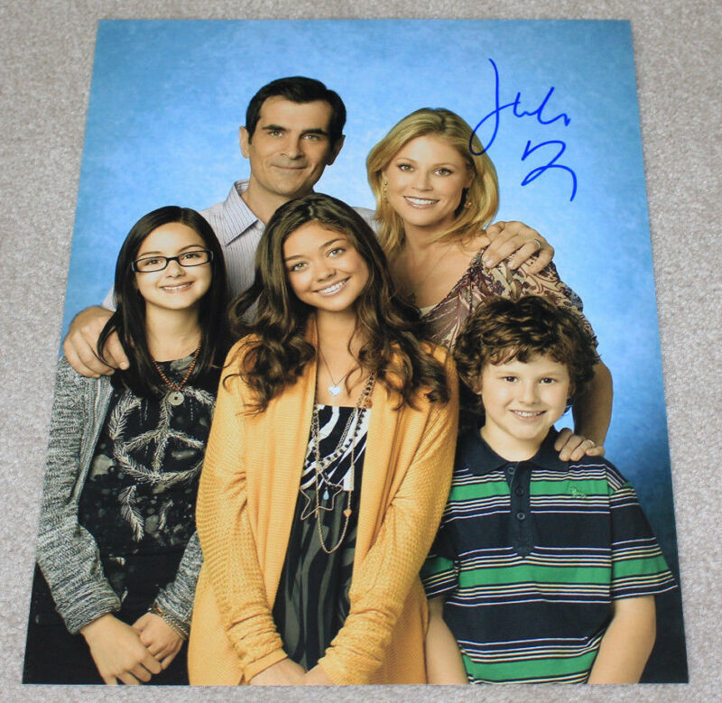 JULIE BOWEN SIGNED AUTHENTIC 'MODERN FAMILY' CAST 11X14 PHOTO w/COA ACTRESS