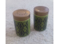 Very cute retro-vintage salt & pepper set (Hornsea, Made in England)