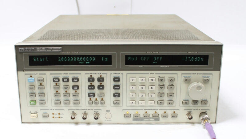 HP Agilent 8644B 2060 MHz Synthesized Signal Generator 2GHz Options 001 002