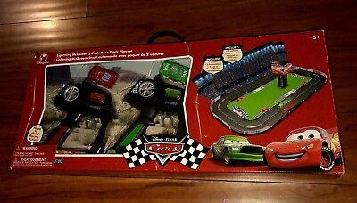 (Disney Pixar 2006 CARS Lightning McQueen 2-Pack Race Track Playset SUPER RARE!)