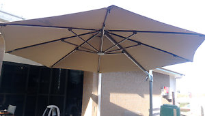 Cantilever umbrella Highfields Toowoomba Surrounds Preview