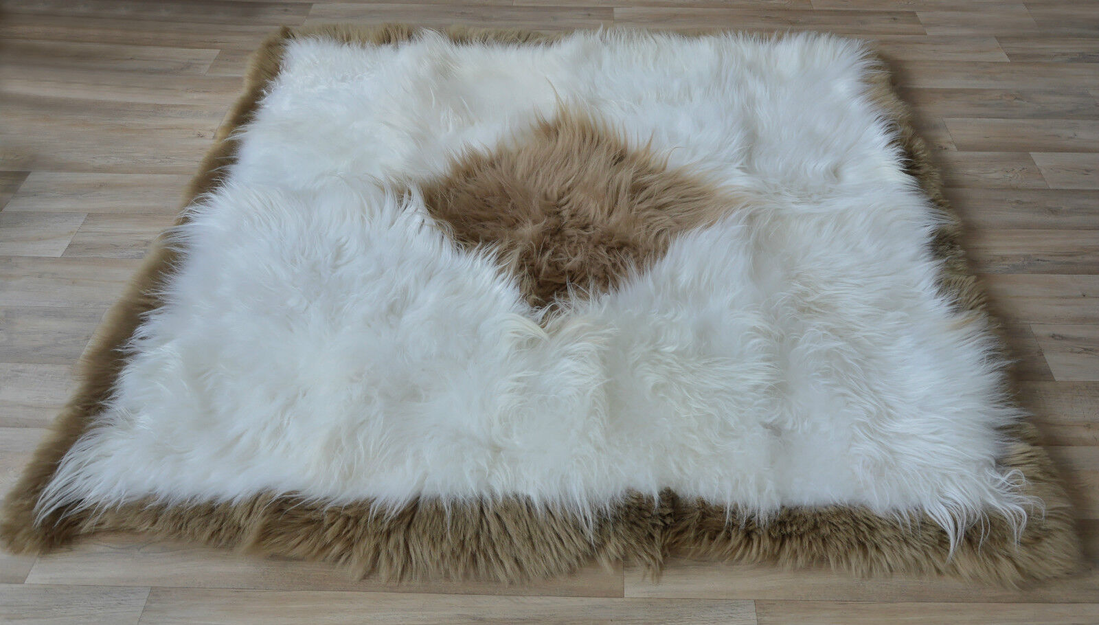 exklusiv island lammfell teppich wei braun 180 cm x 180. Black Bedroom Furniture Sets. Home Design Ideas