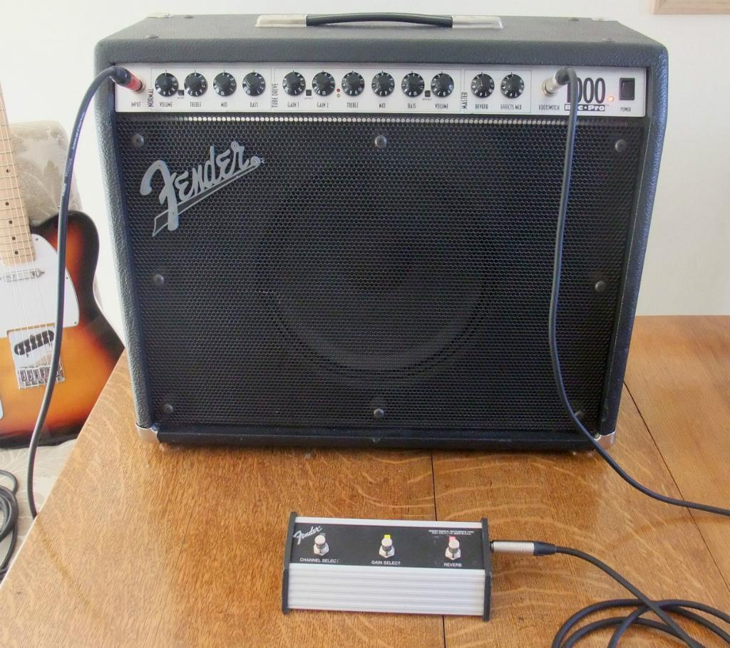 Fender Roc Pro 1000 Combo Guitar Amp Fender Roc Pro 1000 Guitar Amp 100 Watt