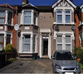 ONE BEDROOM FIRST FLOOR FLAT OFF THE DRIVE MINS AWAY FROM ILFORD TOWN CENTRE NEWLY REFURBISHED