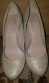 Used twice size 6 wide fit