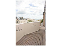 Holiday penthouse with three bedrooms, roof terrace and private parking close to beach and amenities