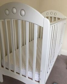 Cot bed and can deliver