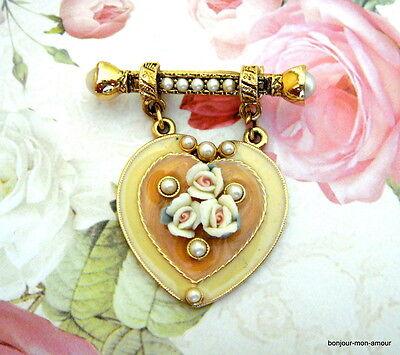1960er emaillierte Herz Brosche, mit mini Porzellan Rosen & faux Perlen verziert