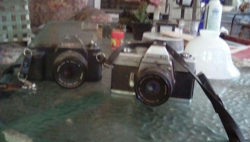 Vintage cameras, lot of 2  Minolta, connan.