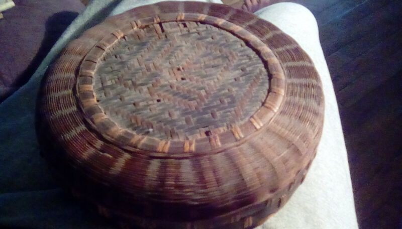 ANTIQUE VINTAGE OLD ASIAN WOVEN CHINESE BASKET For SEWING with  Lid