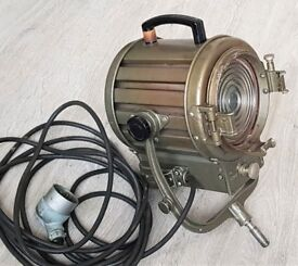 Vintage Mole Richardson Type 406 theatre light in full working order.