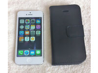 iPhone 5 in white 16gb Fantastic Condition *unlocked*