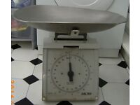 Kitchen Scales (to 10kg) with weighing pan Oldland Common, Bristol