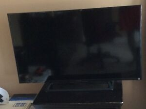 1080 LED 40 Inch Sony Bravia Smart TV+ 1st GEN PS4.