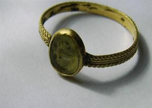 CIRCA:2ND CENTURY A.D. ROMAN GOLD RING SET WITH CHALCEDONY INTAGLIO