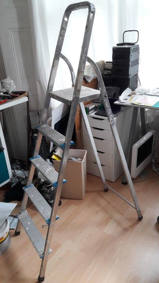 4-Step folding lightweight ladder - used