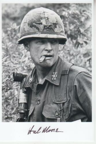 "General Harold ""Hal"" Moore (†2017) - We Were Soldiers signed  Vietnam photo"