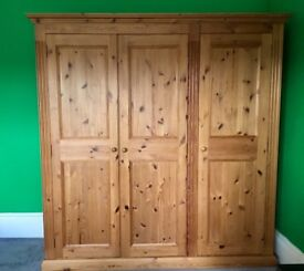 BEAUTIFIL SOLID WOOD TRIPLE WARDROBEB