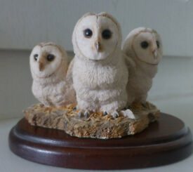 3 SNOWY OWL CHICKS figurine on wooden plinth. Fine Border Arts. 7 cms tall. Immaculate. (Coxhoe)