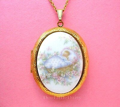 Porcelain BABY GIRL CAMEO Locket GT Necklace for Special Gift for Mother or Mom