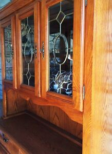 Solid wood China Cabinet/Hutch with Light