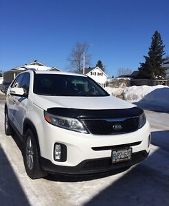 Excellent Condition...  2014 White Kia Sorento