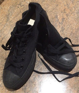 New black Converse shoes size 7 Bowen Mountain Hawkesbury Area Preview